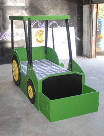 Traktor alakú ágy tárolóval