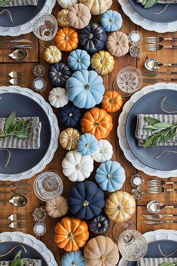 Kék őszi asztal dekoráció