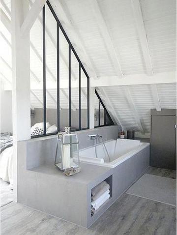 Egyterű fürdőszoba a tetőtérbe