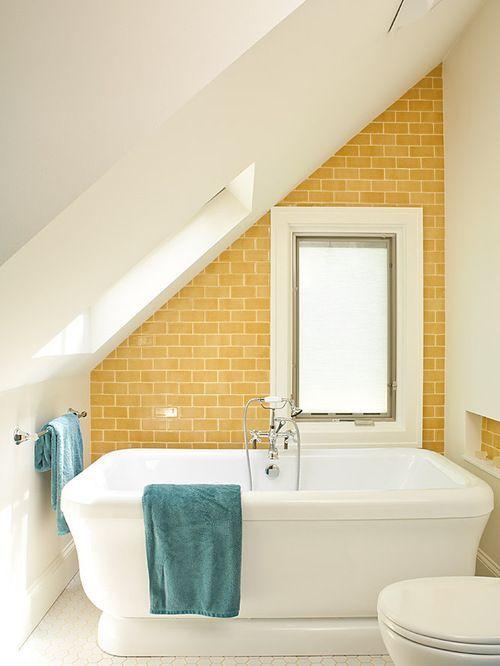 Tetőtéri fürdőkádas fürdőszoba