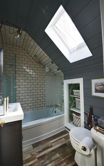 Tetőtéri fürdőszoba  káddal